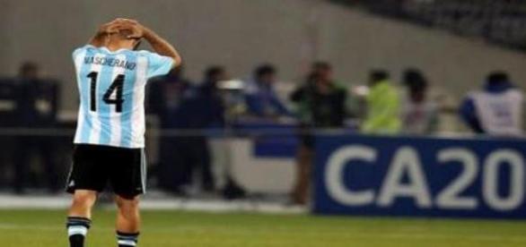 Mascherano lamentándose tras la derrota vs Chile