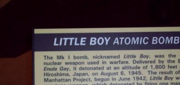Plaque telling of the Hiroshima bombing