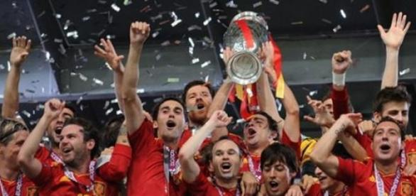 La selección española levanta su tercera Eurocopa