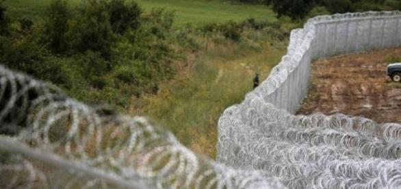 Ungaria a construit un gard de 4m, anti-imigranti