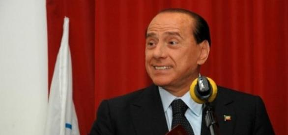 Berlusconi condannato a 3 anni per corruzione.
