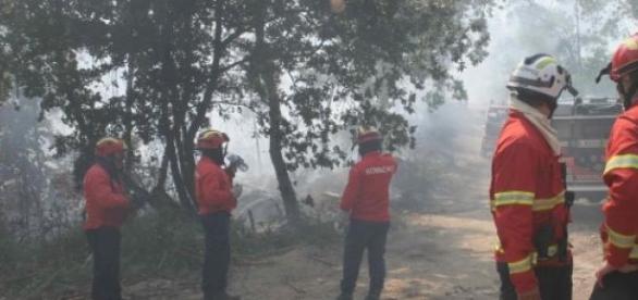 Bombeiro ferido em incêndio em Barcelos.