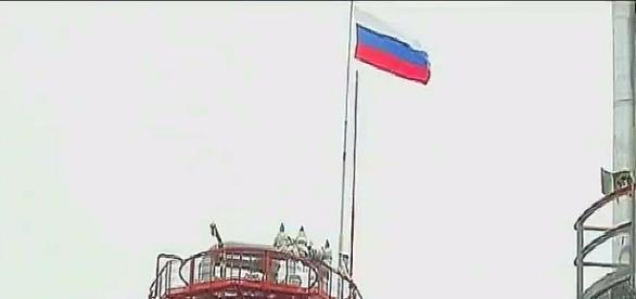 Flaga na szczycie nowych zakładów petrochemicznych