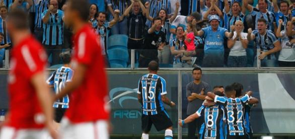 Grêmio humilha Inter no clássico Gre-nal