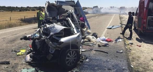 Imagem da Agência EFE mostra como ficou o veículo