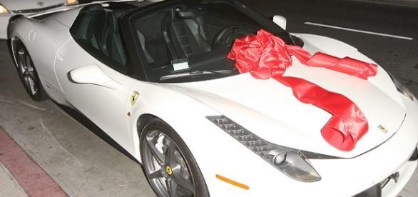 Ferrari 458 Itália, o presente de Tyga para Kylie