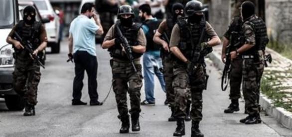 Guerra en Turquía contra 'EI' y rebeldes kurdos