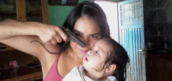 Mama degenerata...si-a aruncat copilul
