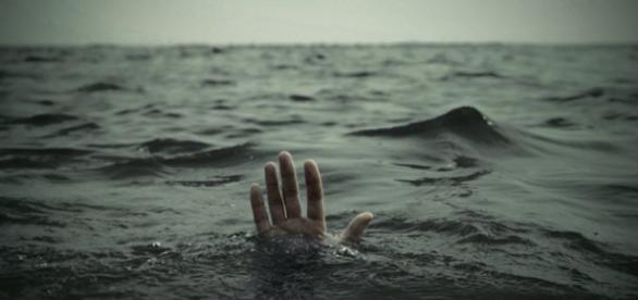 Tatăl și-a lăsat fata să moară înecată