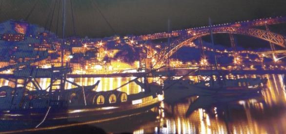 Vista nocturna do Porto e rio Douro