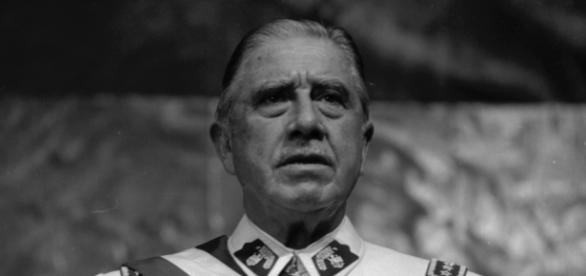 Fotografía del dictador chileno Pinochet.