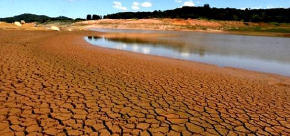 Seca de agosto diminui o nível do Cantareira