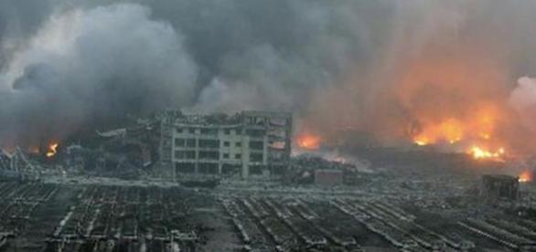 Una gran bola de fuego cubrió el cielo de Tianjin