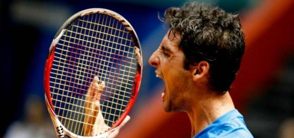 Bellucci perdeu em dois sets para Novak Djokovic