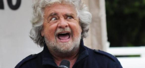 Beppe Grillo in una delle sue tipiche smorfie