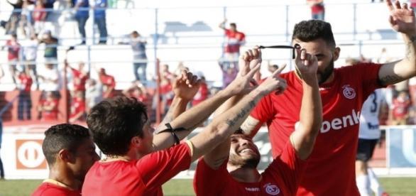 Jogadores do Inter de Lages homenagearam Léo