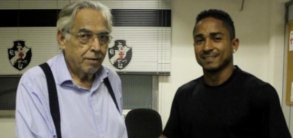 Jogador cumprimentou o presidente Eurico Miranda