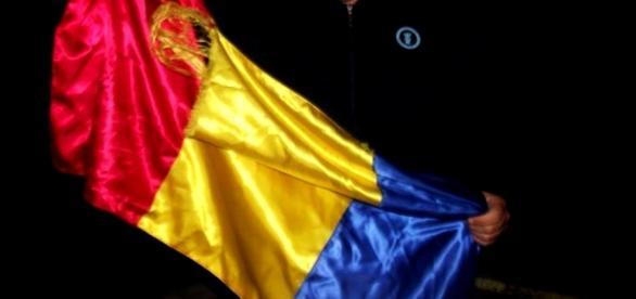 """Steagul expediţiei """"Speranţa Unui Vis"""", 2012"""