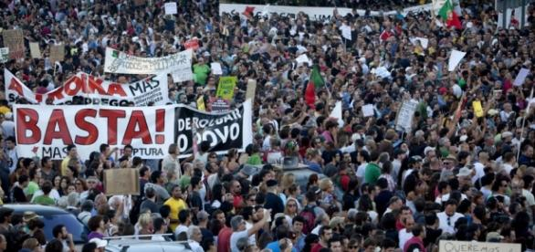 TVs mudam programação por conta de protestos