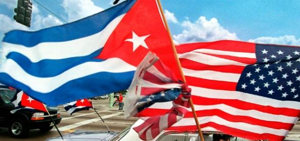 Drapeaux cubains et américans ensembles