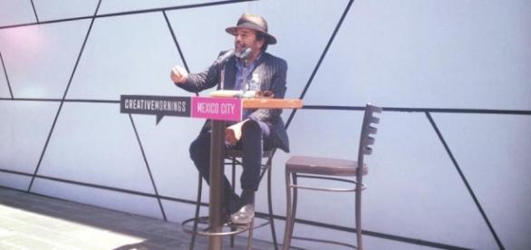 Damián Alcázar en la charla de Creative Mornings