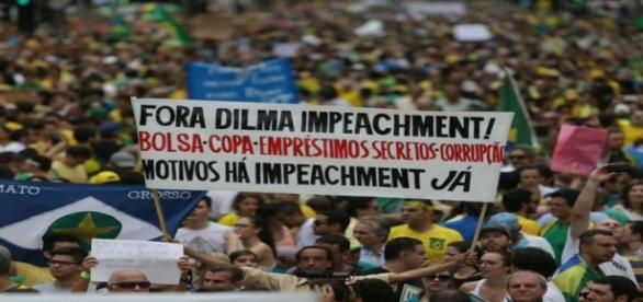 Protestos deste domingo pedem a saída de Dilma