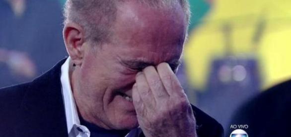 Renato Aragão chora ao receber homenagem