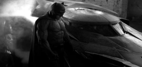 Batman a murit intr-un accident de masina