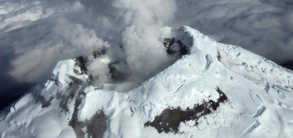 El volcán causó una torre de ceniza de gran altura