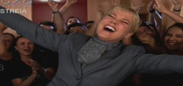 Fazendo críticas a Globo, Xuxa estreia na Record