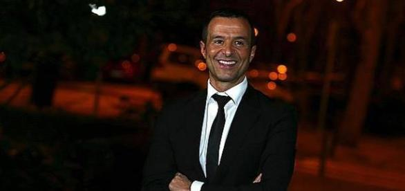 Jorge Mendes gere milhões em jogadores.