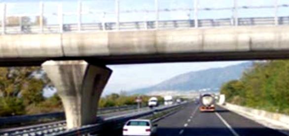 Podul din zona Lecce. Sursa: actualitatea.it