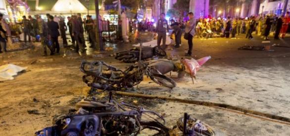 Scene în urma exploziei din Bangkok (foto:Reuters)