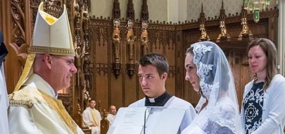 Ceremonia religioasă oficiată de un preot