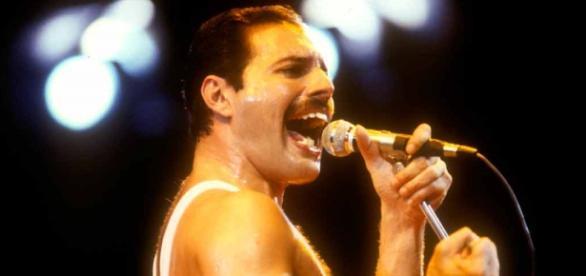 Freddie Mercury, falecido vocalista do Queen.