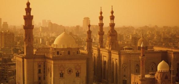 Cairo. Explosão envolvendo atentado deixa feridos.