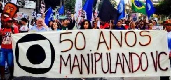 Globo é acusada de duplo golpismo
