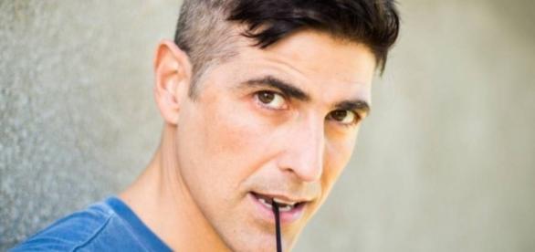 Reynaldo Gianecchini aparece sem roupa em novela