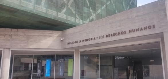 Entrada al MMDH en Santiago de Chile