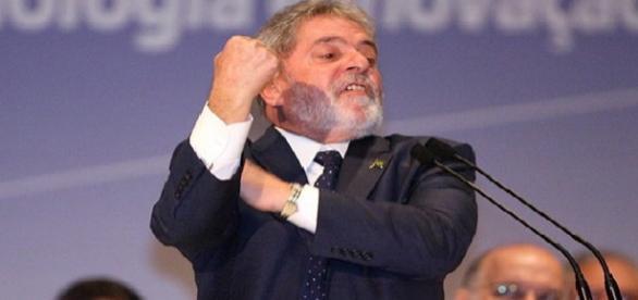 Lula comanda reação à oposicionistas