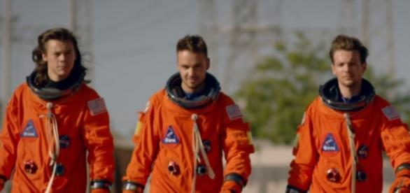 One Direction Drag Me Down Musikvideo