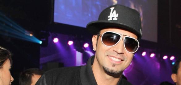 Cantor Latino tem 9 filhos e paga pensão para 7.
