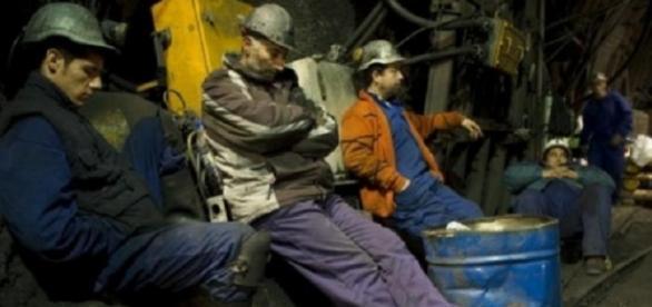 Minerii de la Băiţa s-au blocat în subteran