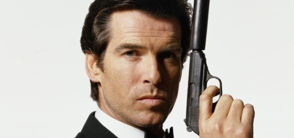 Pierce Brosnan como James Bond