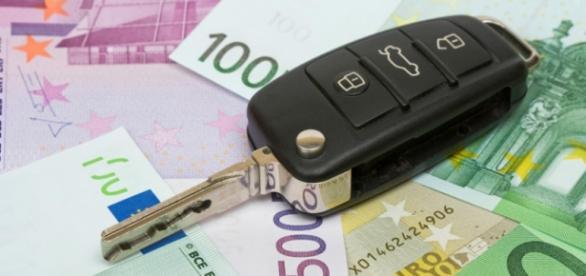 Șoferii români pot recupera taxa auto prin ANAF