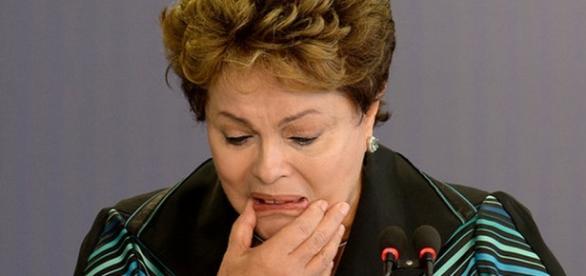 Cadeirante passa a frente e Dilma bate boca