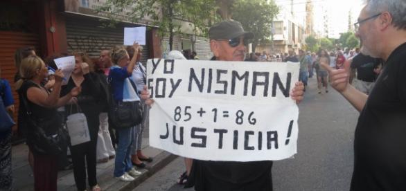 Enero: Manifestante pidiendo justicia por Nisman