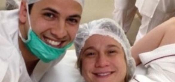 Fernanda e Matheus comemoram a chegada do filho