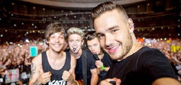 One Direction gemeinsam auf der Bühne
