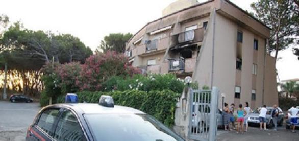 La palazzina annerita dall'esplosione